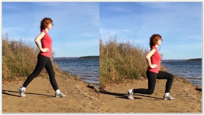 девушка делает выпады на берегу