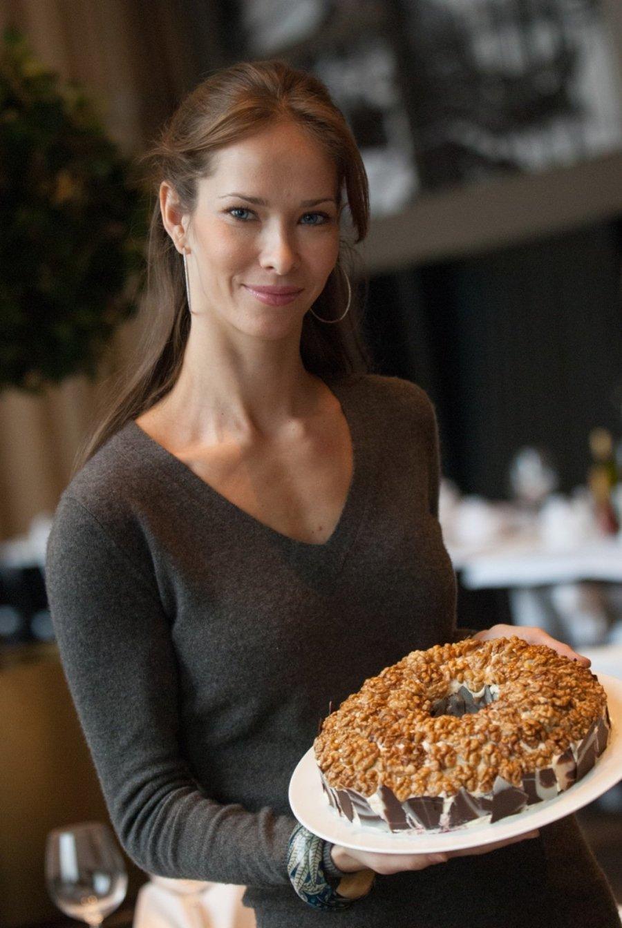 Татьяна с тортом