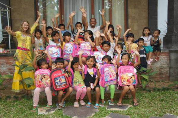 Анжелика и дети Бали