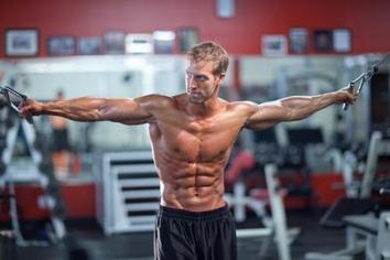 мужчина фитнес пресс