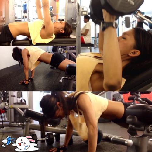 Тренировки в спортзале голышом 10 фотография