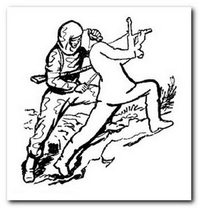 удар разведчика ножом под лопатку
