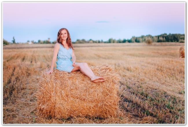 Анна Денисова на сене