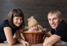 Семья с маленьким ребенком