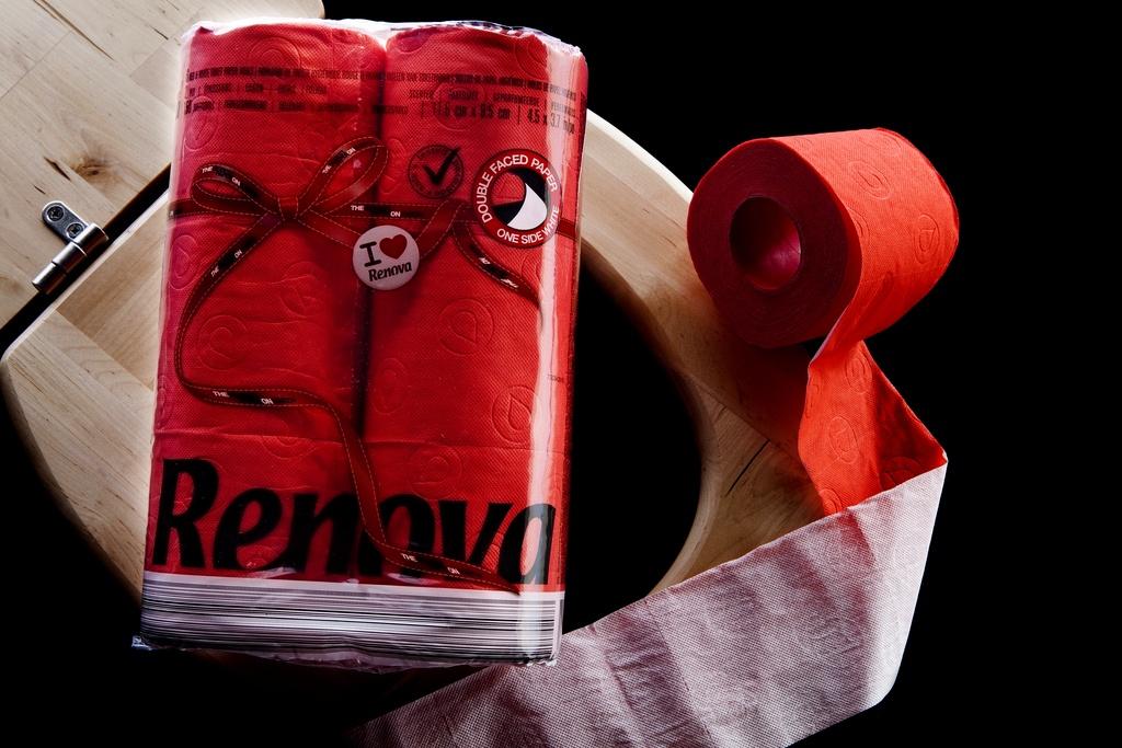 Красная туалетная бумага