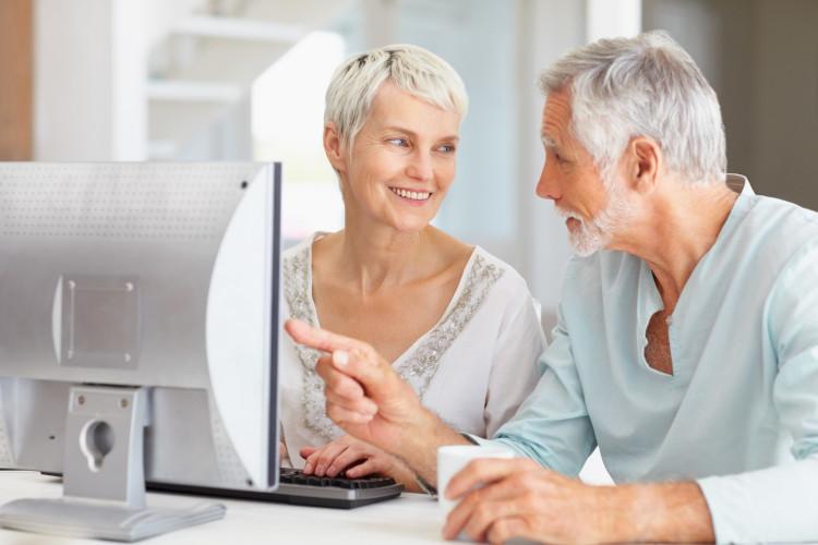 В интернете любой пенсионер может зарабатывать без риска и вложений от 100 рублей в день