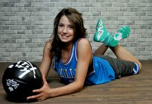 Баскетболистка в кроссовках