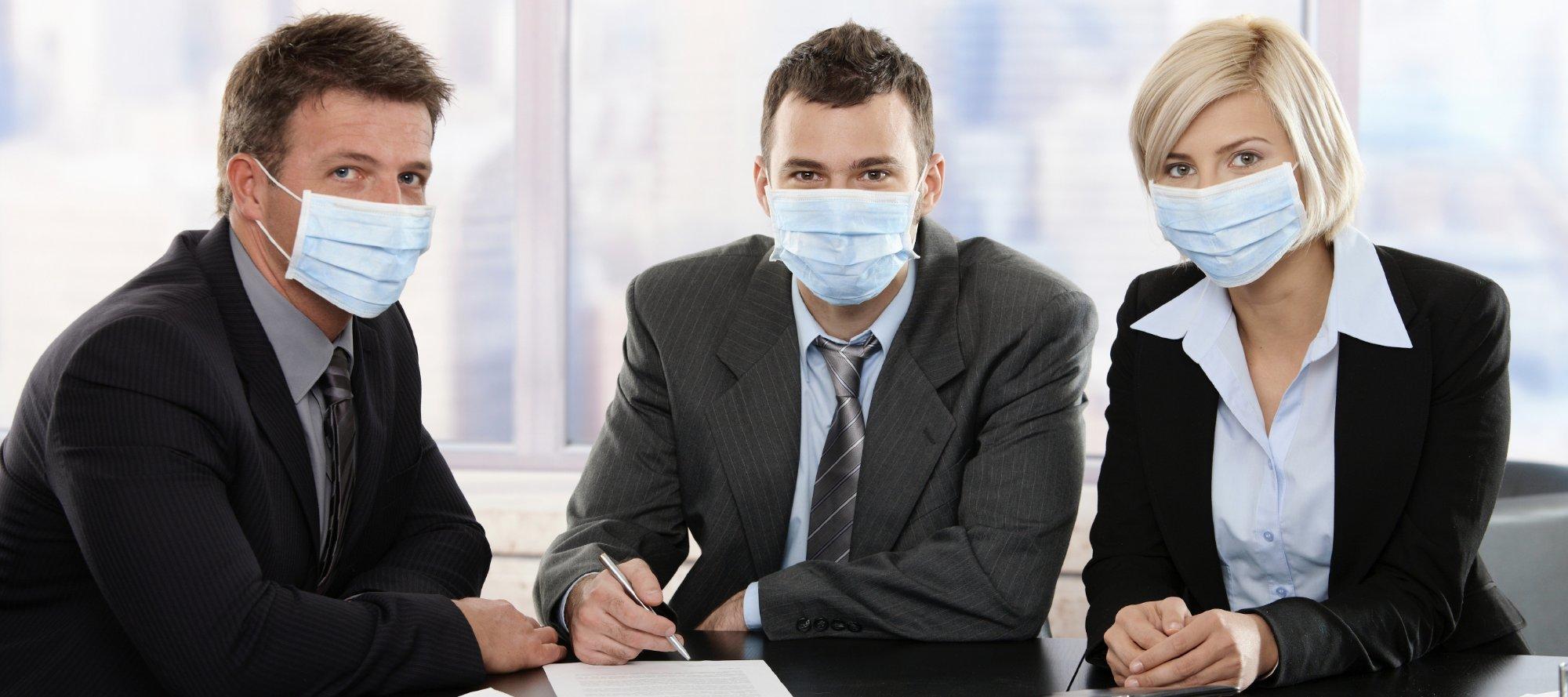 Сотрудники в масках
