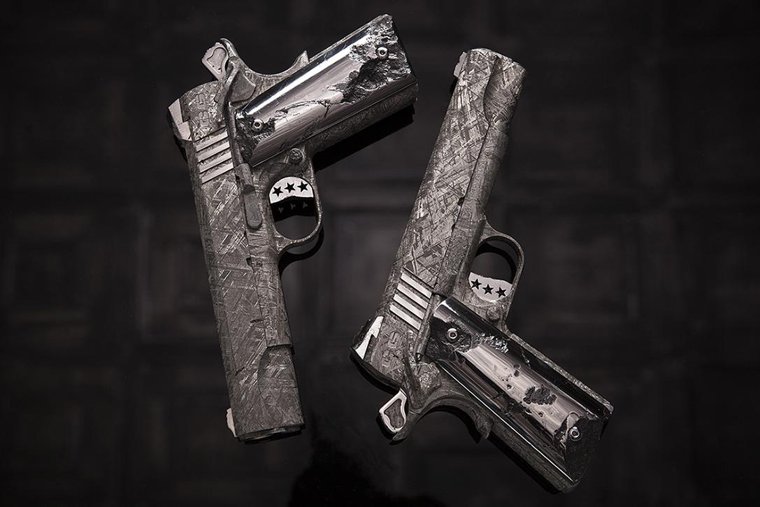 Пистолет из осколков метеорита Гидеон