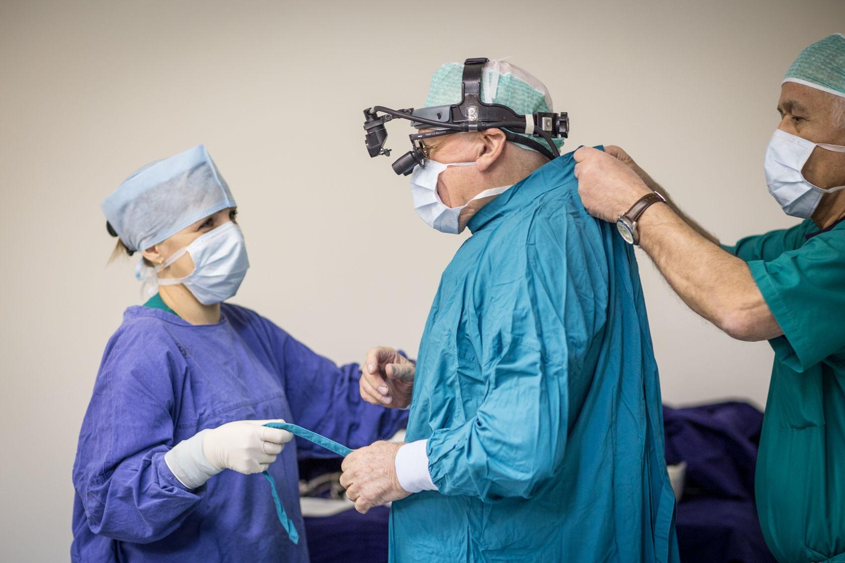 Лео Бокерия готовится к операции