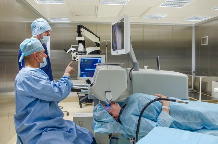 Хирург-окулист