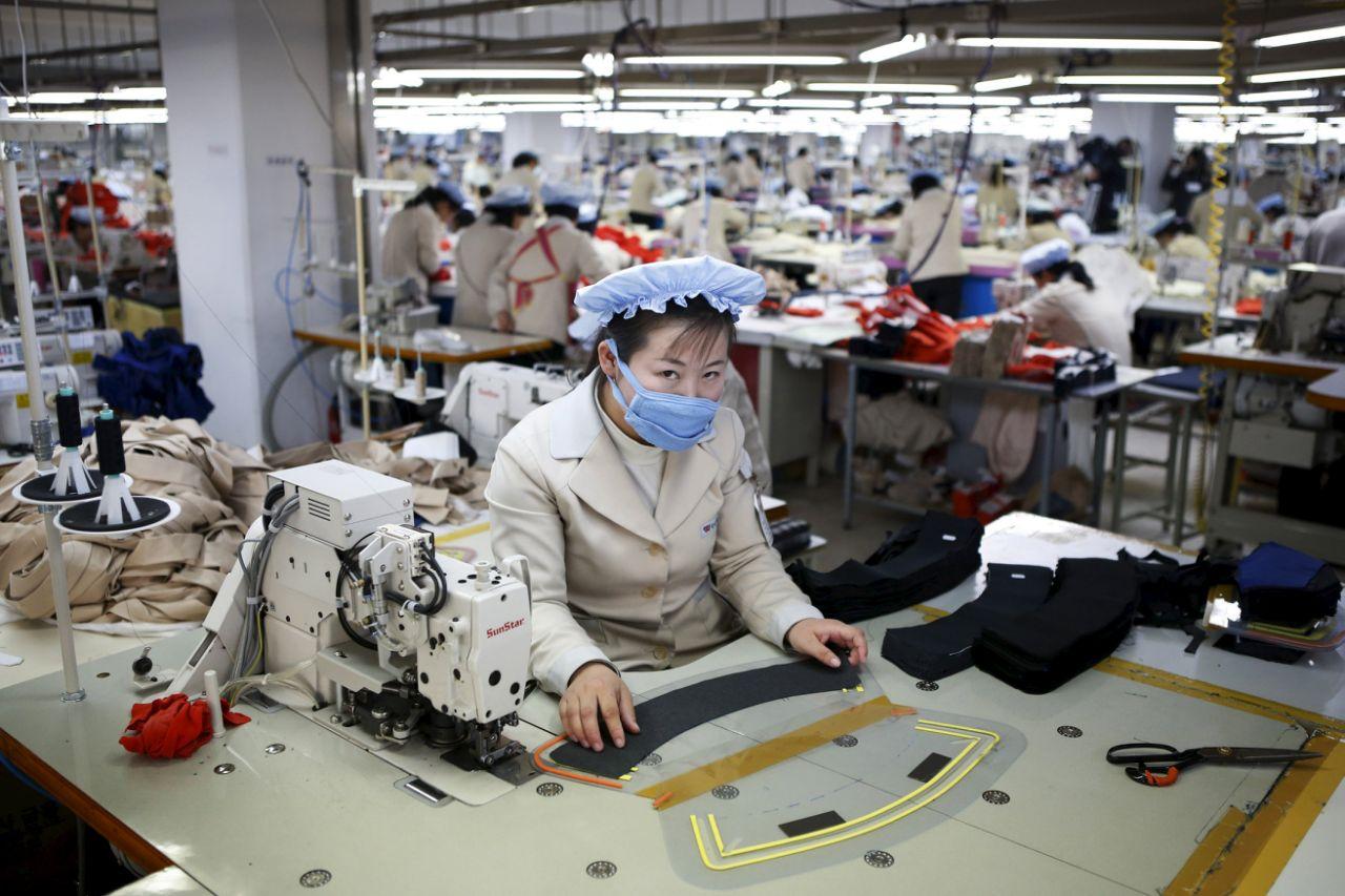 Работницы легкой промышленности