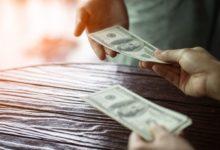 Почему банкиры не советуют скупать доллары