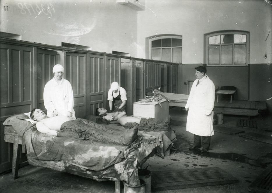 Процедуры в советской лечебнице