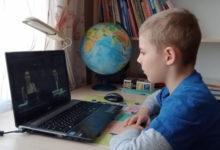 malchik za kompjuterom