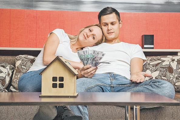 Девушка и парень с деньгами