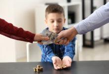 У ребенка забирают деньги