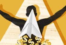 Деньги сыпятся из конверта