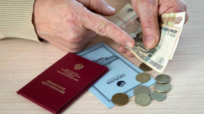 Деньги и документы в руках
