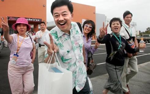 Китайцы позируют для фото