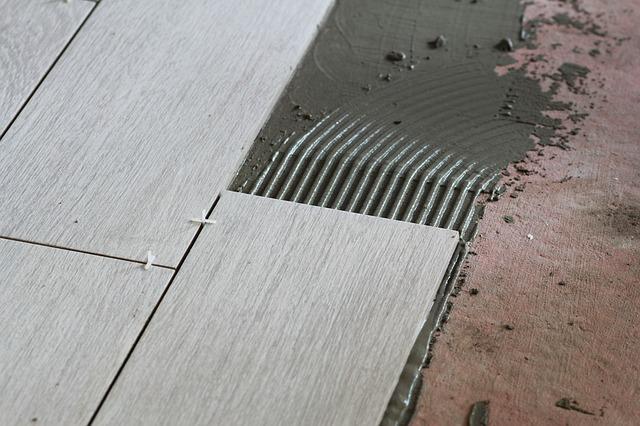Укладка напольного покрытия