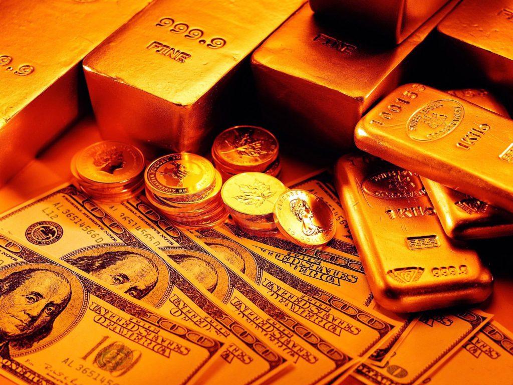 Доллары, золотые монеты и слитки