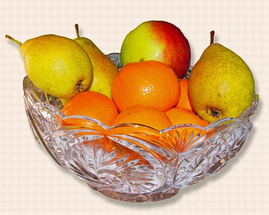 Хрустальная вазочка с фруктами