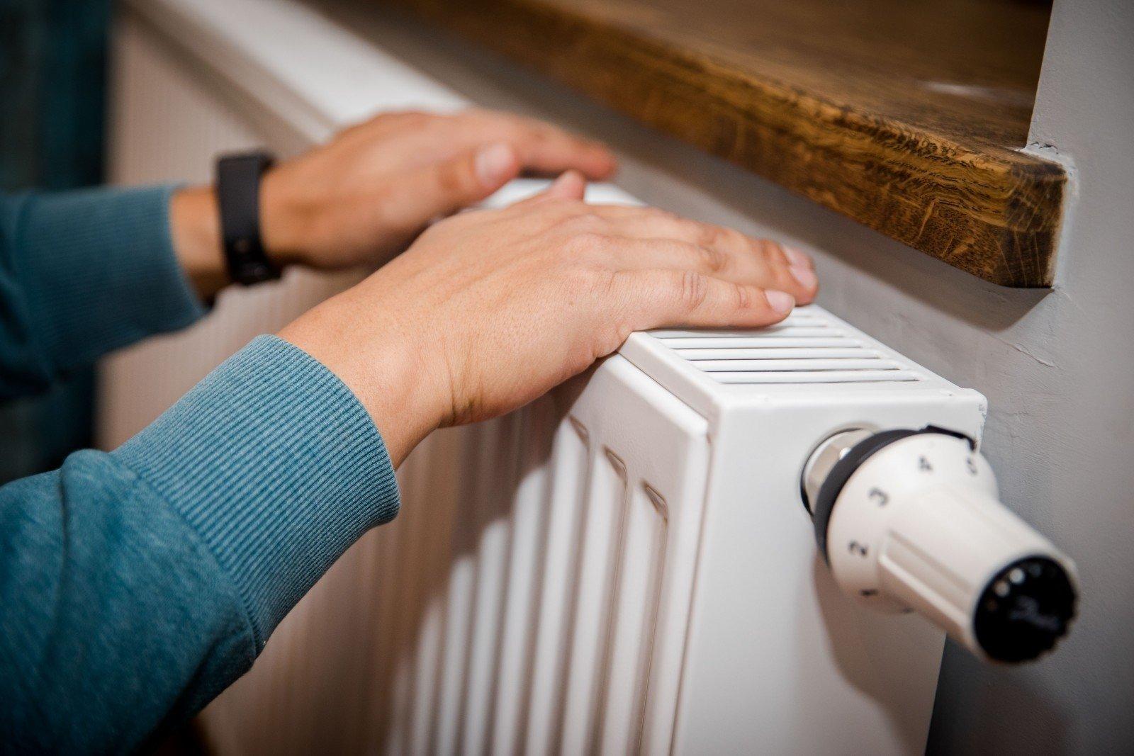 Руки на радиаторе