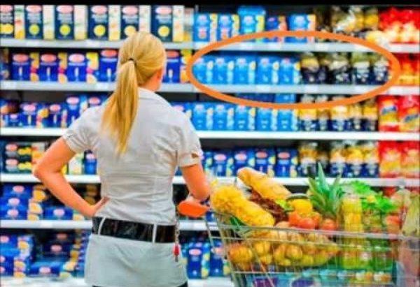 Девушка в супермаркете