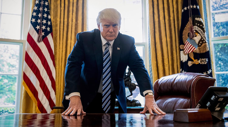 Дональд Трамп в президентском кабинете