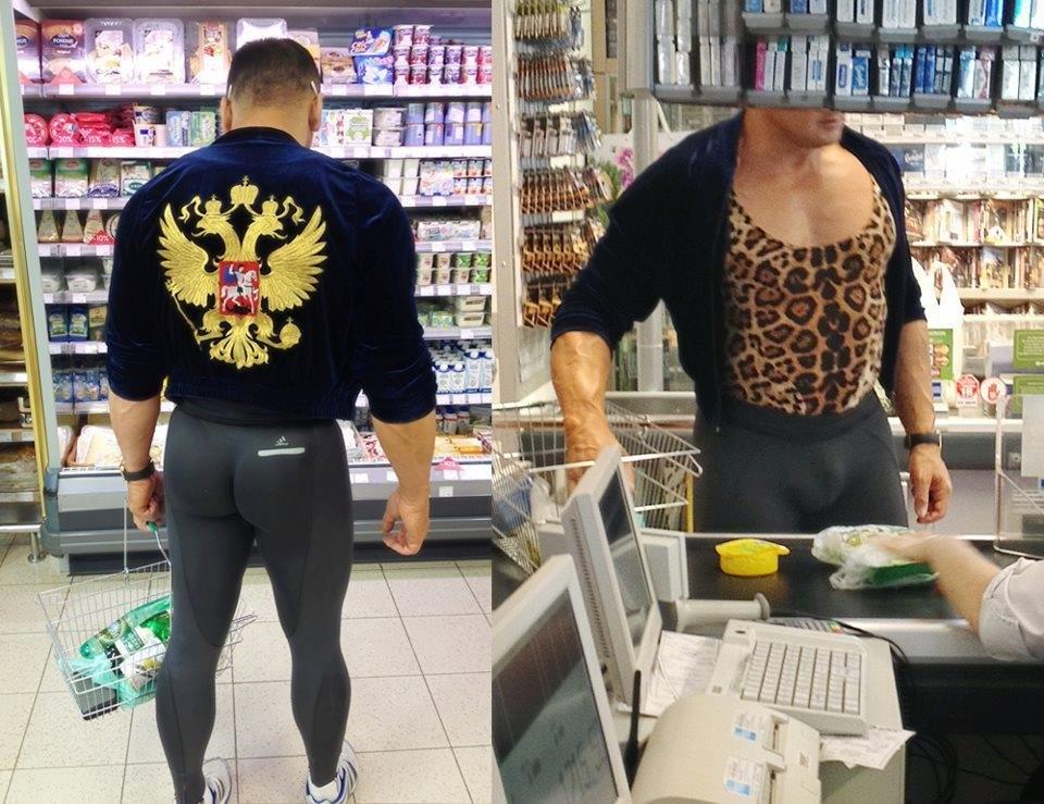 Мужчина в странной одежде