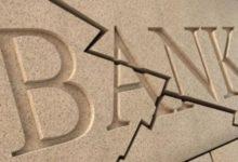 Трещина на стене со словом BANK
