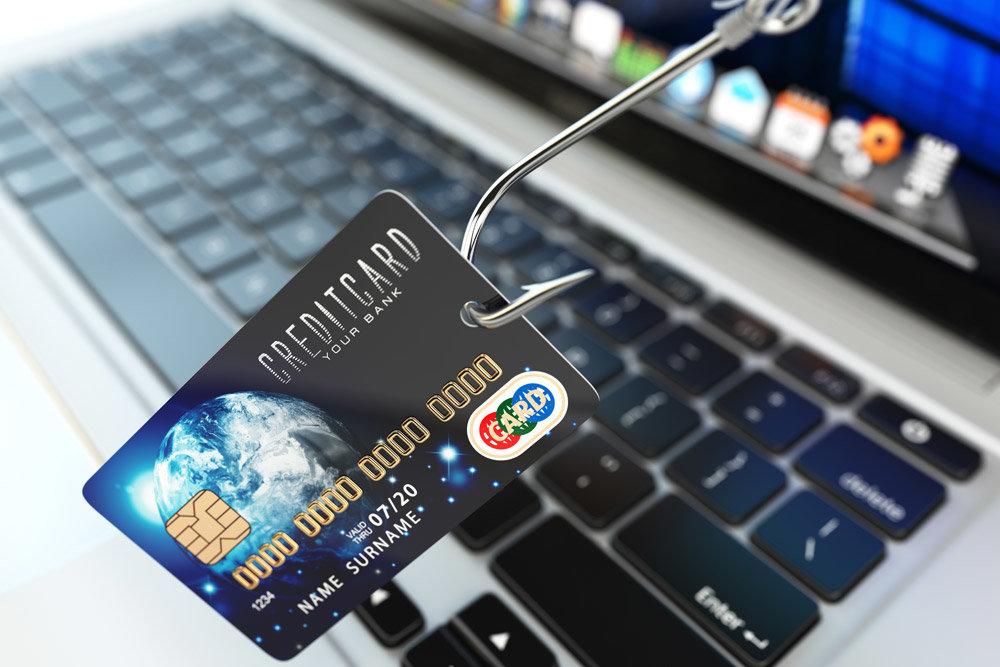 Кредитная карта на крючке