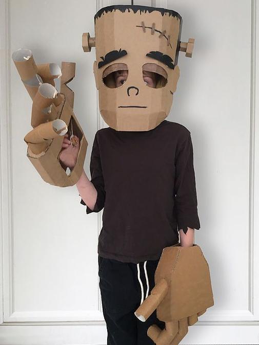 Ребенок в костюме Ларча