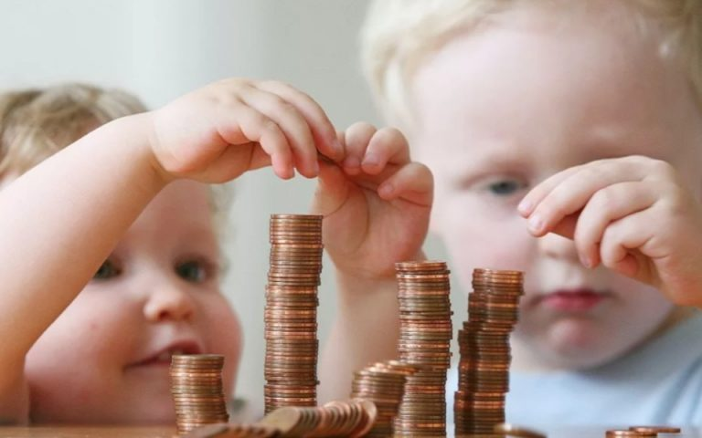 Декретные выплаты в 2021 году на первого ребенка работающей маме