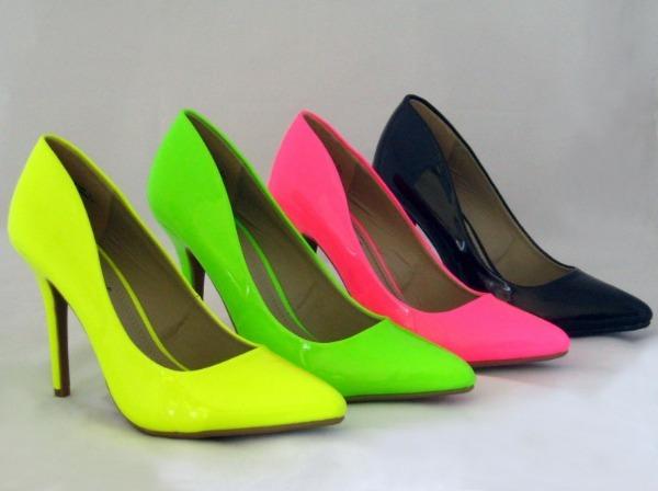 Яркая обувь на каблуке