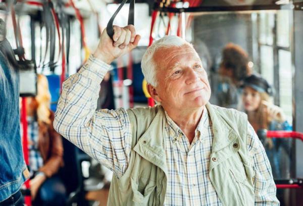 pensioner v avtobuse