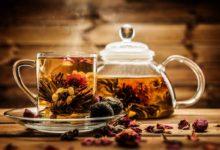 Чай в чашке и заварнике