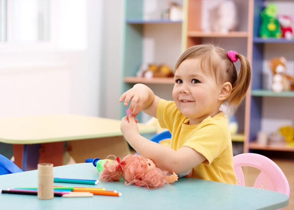 Девочка в детском саду