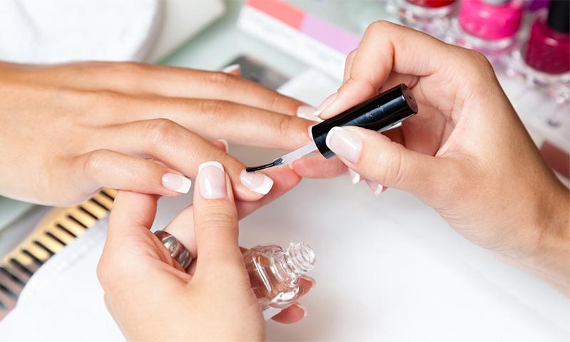 Окрашивание ногтей