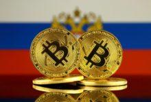 Биткоины на фоне российского флага