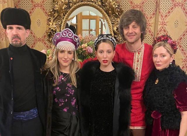 Гости на русской вечеринке Дарьи Жуковой и Ставроса Ниархоса