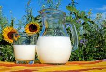 Молоко в кувшине и в стакане