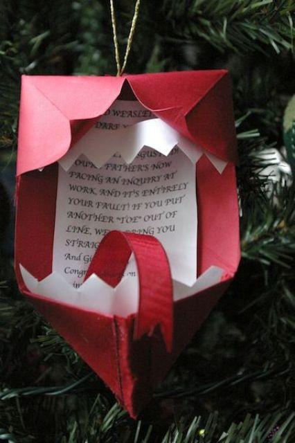 Письмо в конверте на елке