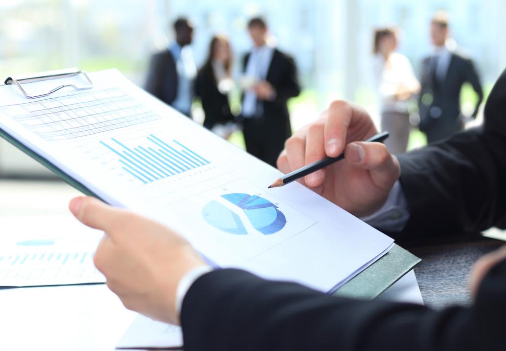 Финансовый отчет в руках аудитора