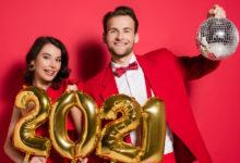 Пара с воздушными шарами 2021