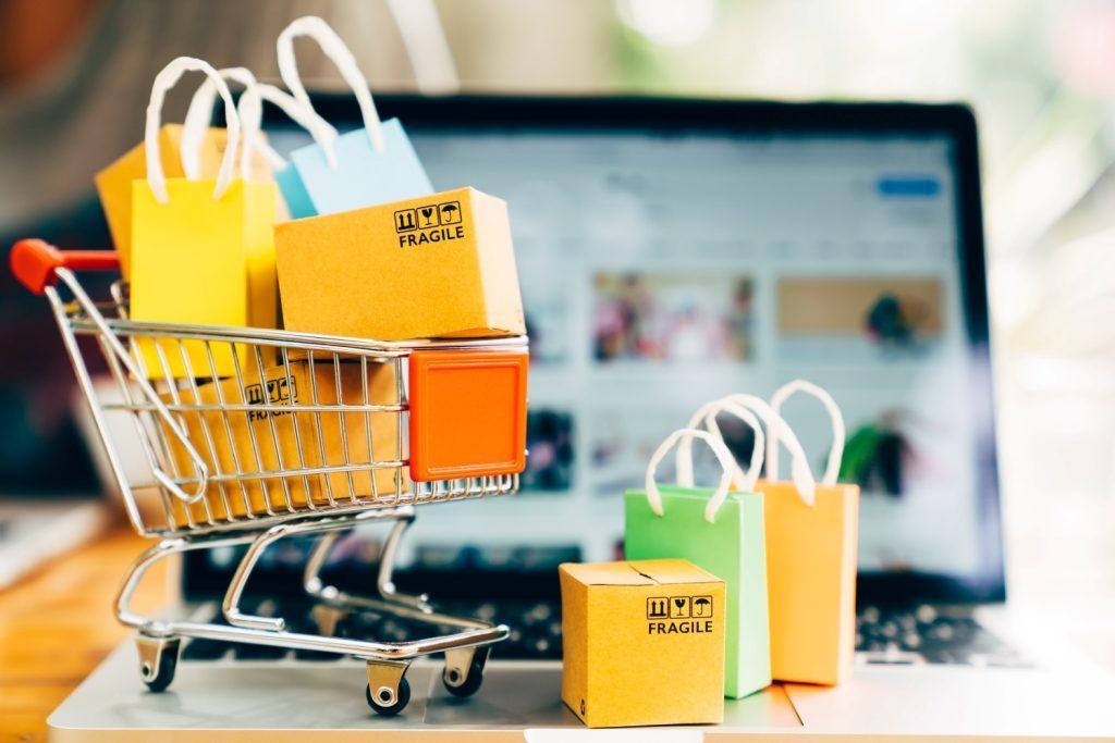 Миниатюрная тележка с покупками