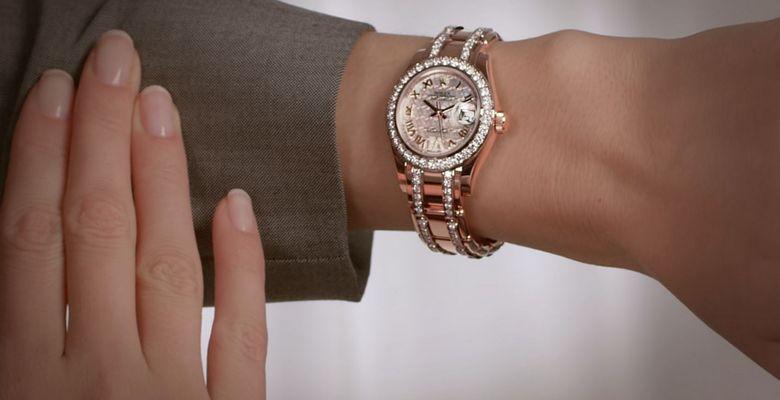 Наручные женские часы с бриллиантами