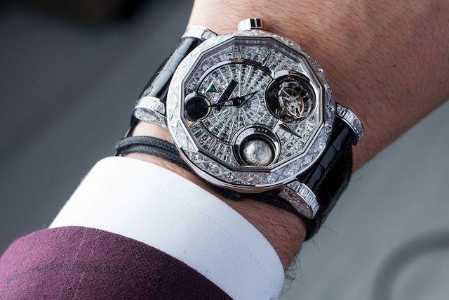 Инкрустированные бриллиантами часы