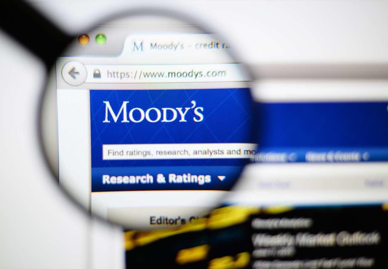 Сайт Moody's через увеличительное стекло